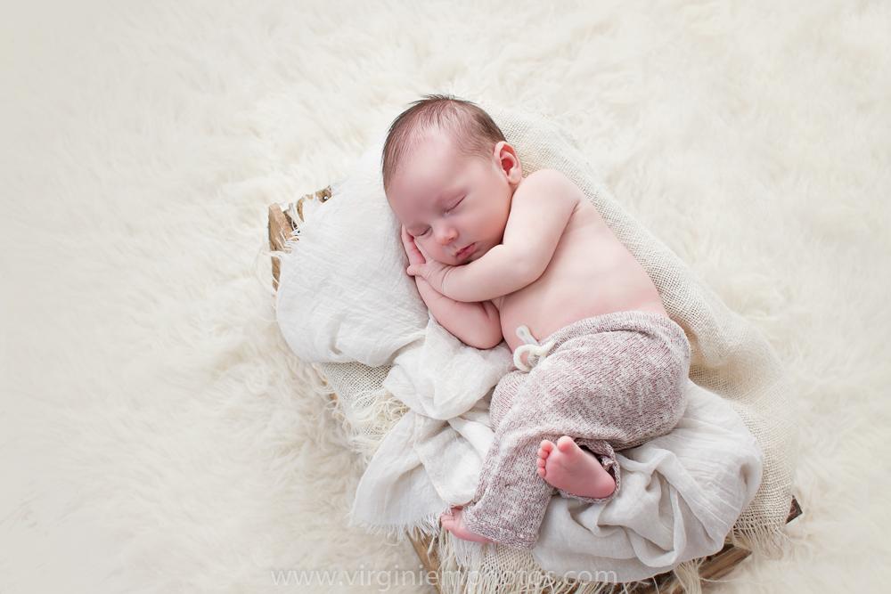 Virginie M. Photos-photographe nord-séance naissance-naissance-bébé-nouveau né-séance photos-photos-studio-parents-Croix-Lille-Nord (1)
