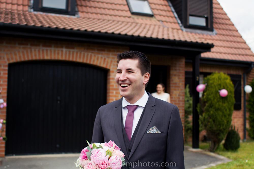 Virginie M. Photos-photographe mariage nord-photographe mariage-photographe nord-mariage-couple-remise bouquet (5)