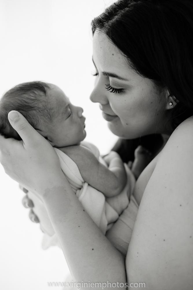 Virginie M. Photos-photographe naissance-photographe bébé-studio photo-Lille-Hauts de France-lumière naturelle-nouveau né-photos bébés-maman (24)