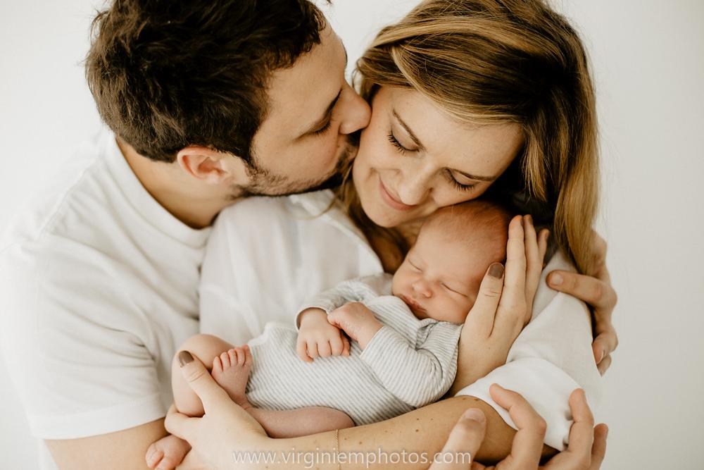 Virginie M. Photos-photographe bébé Nord-photographe Lille-Lille-Hauts de France-photos-studio-photographe naissance-nouveau né-bébé-famille (15)