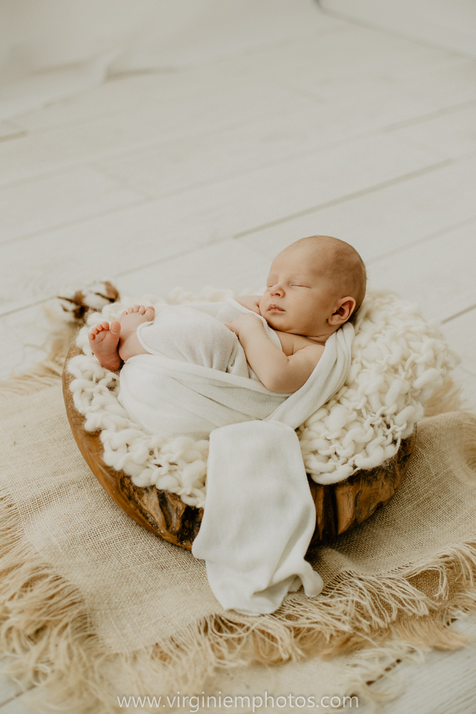Virginie M. Photos-photographe bébé Nord-photographe Lille-Lille-Hauts de France-photos-studio-photographe naissance-nouveau né-bébé-famille (22)