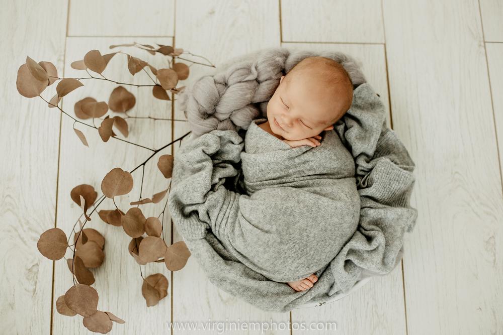 Virginie M. Photos-photographe bébé Nord-photographe Lille-Lille-Hauts de France-photos-studio-photographe naissance-nouveau né-bébé-famille (8)