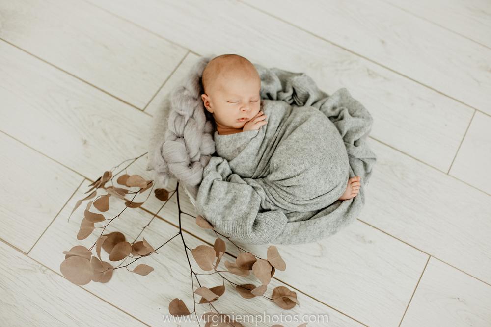 Virginie M. Photos-photographe bébé Nord-photographe Lille-Lille-Hauts de France-photos-studio-photographe naissance-nouveau né-bébé-famille (9)