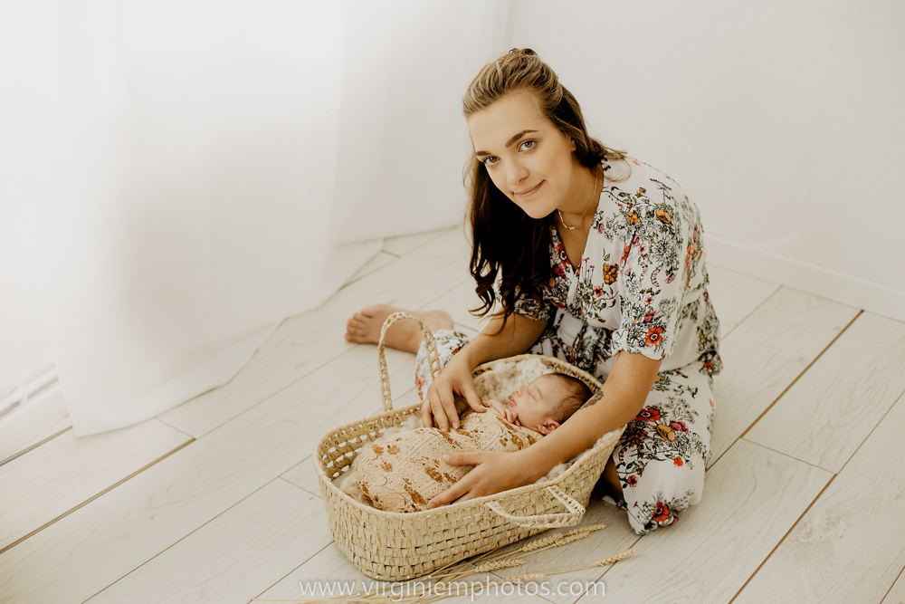 Virginie M. Photos-naissance-photographe-Lille-Hauts de France-Nord-bébé-photos-studio-maman-maternité (9)