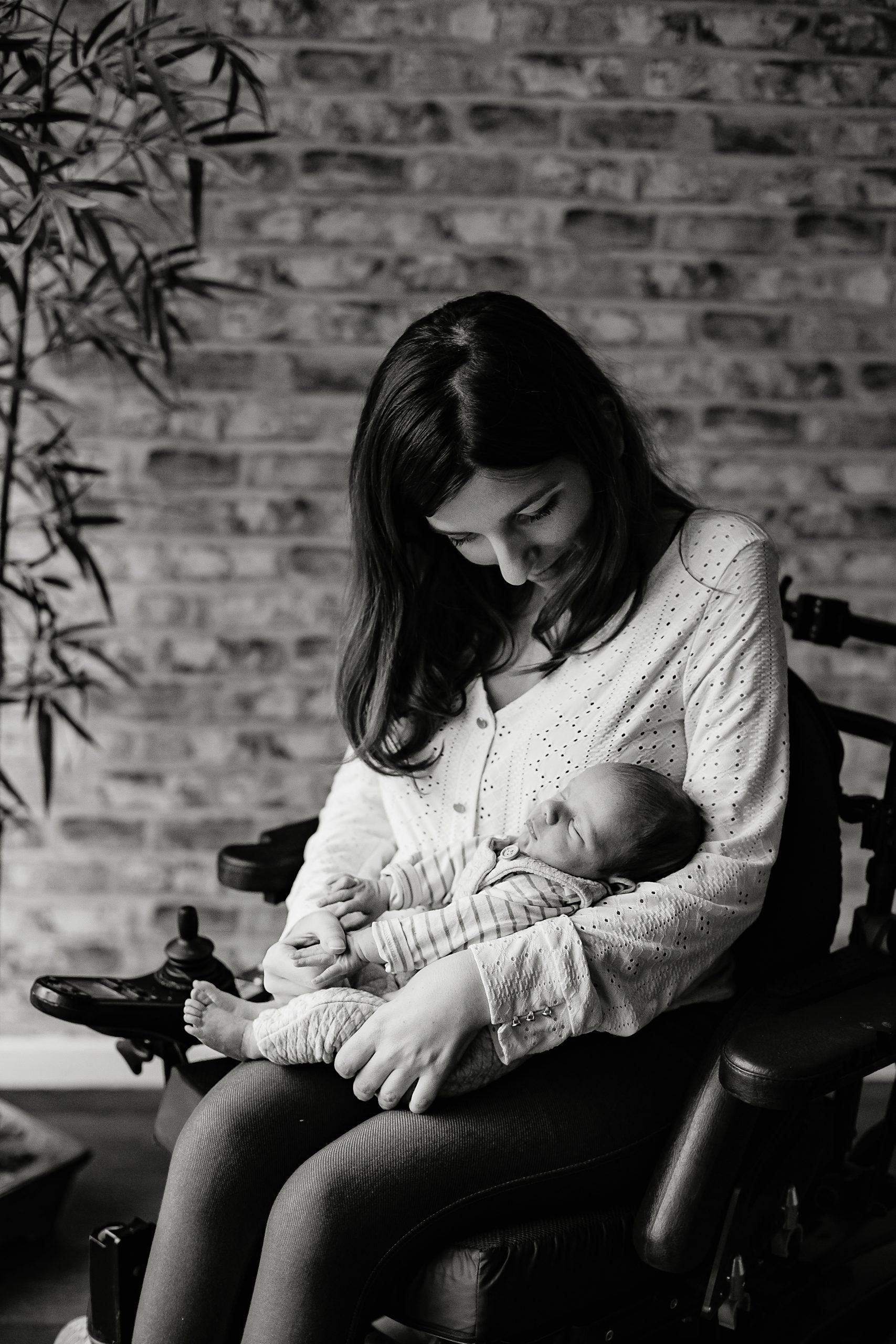 Virginie M. Photos-séance à domicile-bébé-naissance-lifestyle-amour-famille-photographe Lille-Nord-Lille-photos-nouveau né (10)