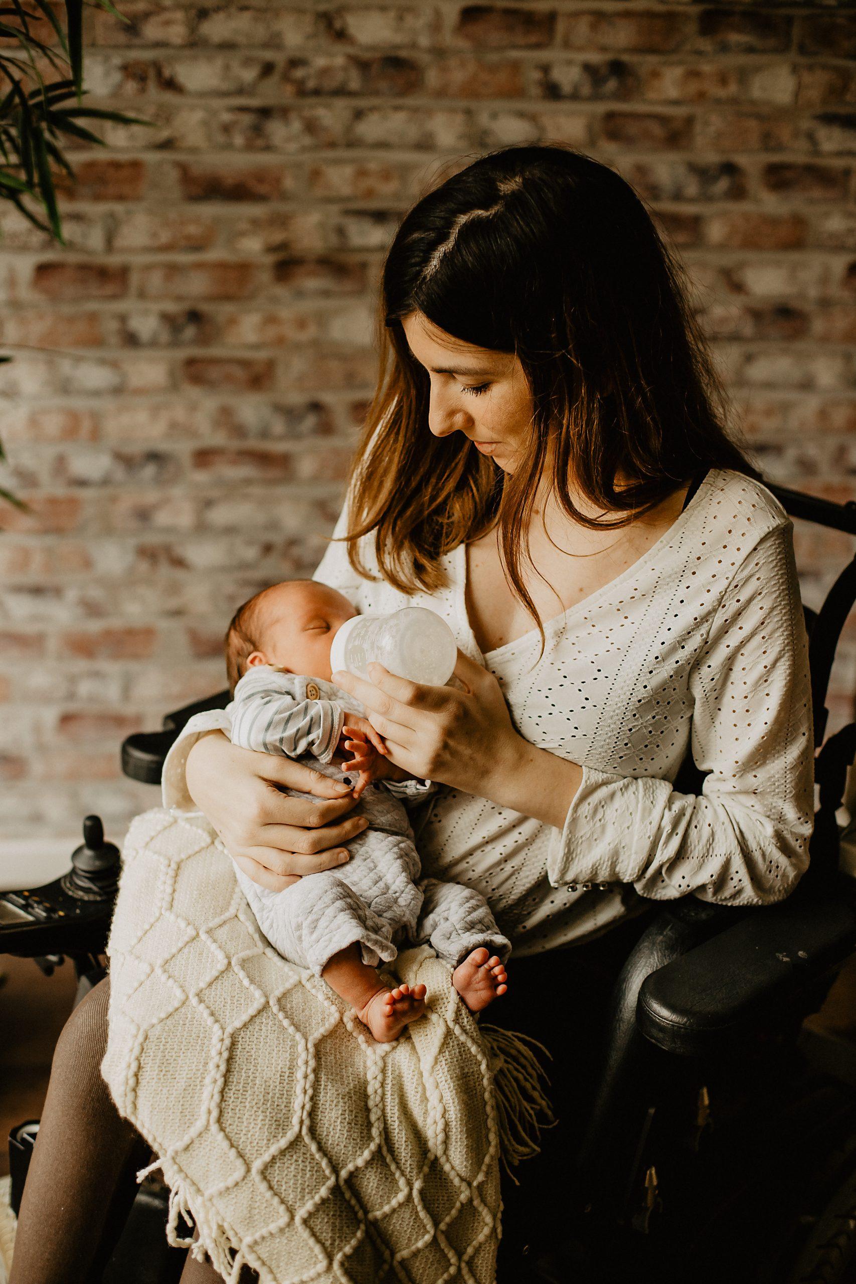 Virginie M. Photos-séance à domicile-bébé-naissance-lifestyle-amour-famille-photographe Lille-Nord-Lille-photos-nouveau né (12)
