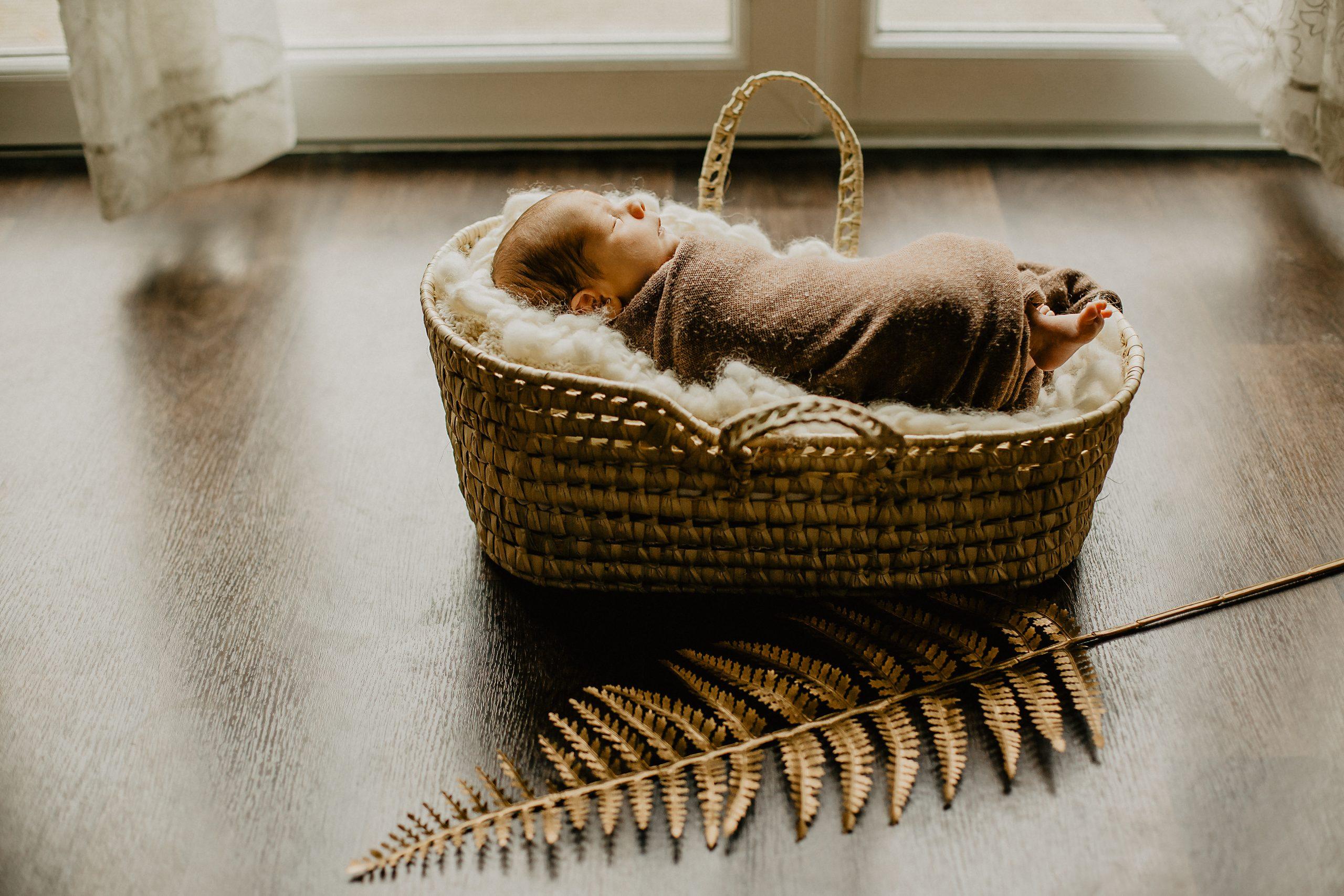 Virginie M. Photos-séance à domicile-bébé-naissance-lifestyle-amour-famille-photographe Lille-Nord-Lille-photos-nouveau né (23)