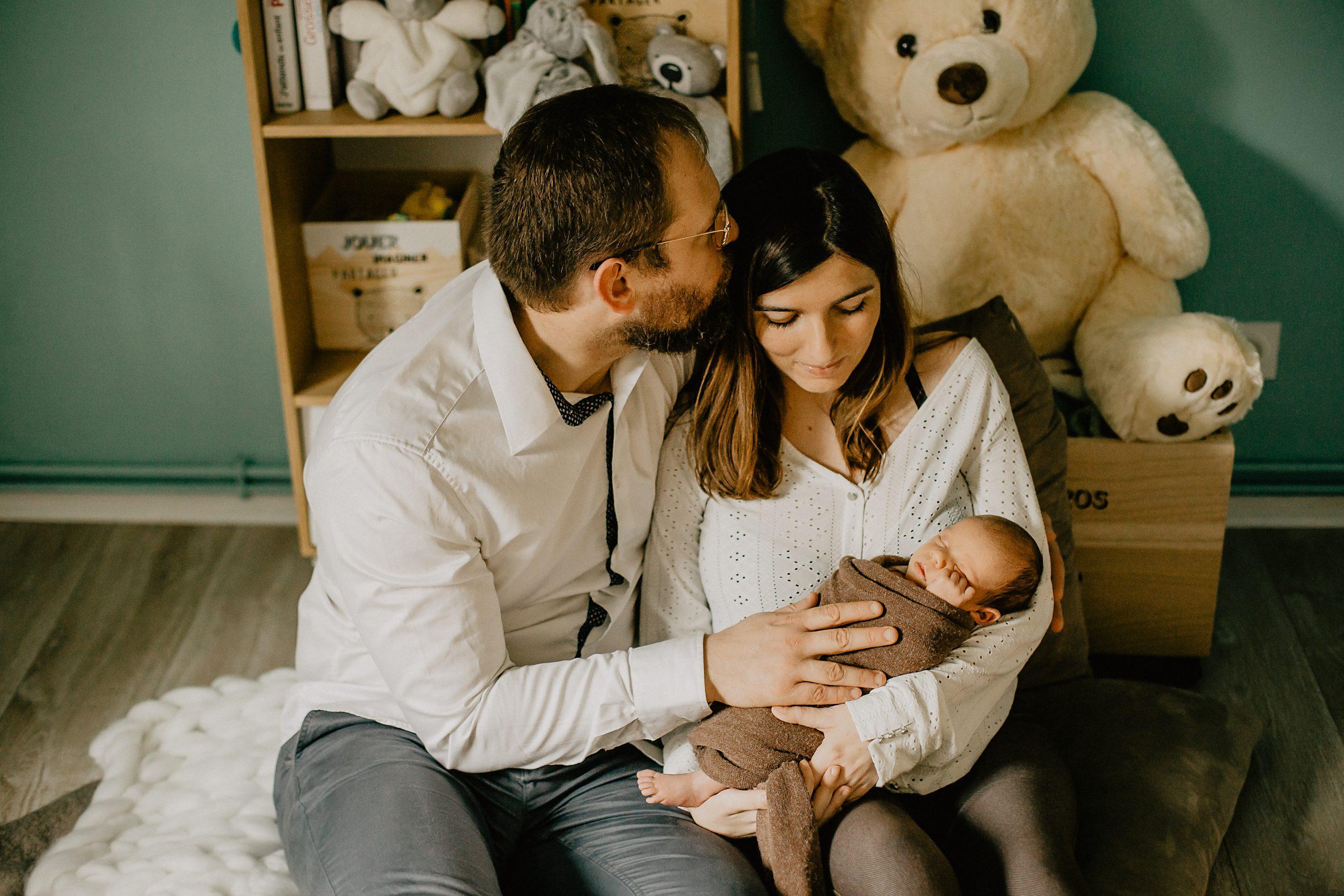 Virginie M. Photos-séance à domicile-bébé-naissance-lifestyle-amour-famille-photographe Lille-Nord-Lille-photos-nouveau né (25)