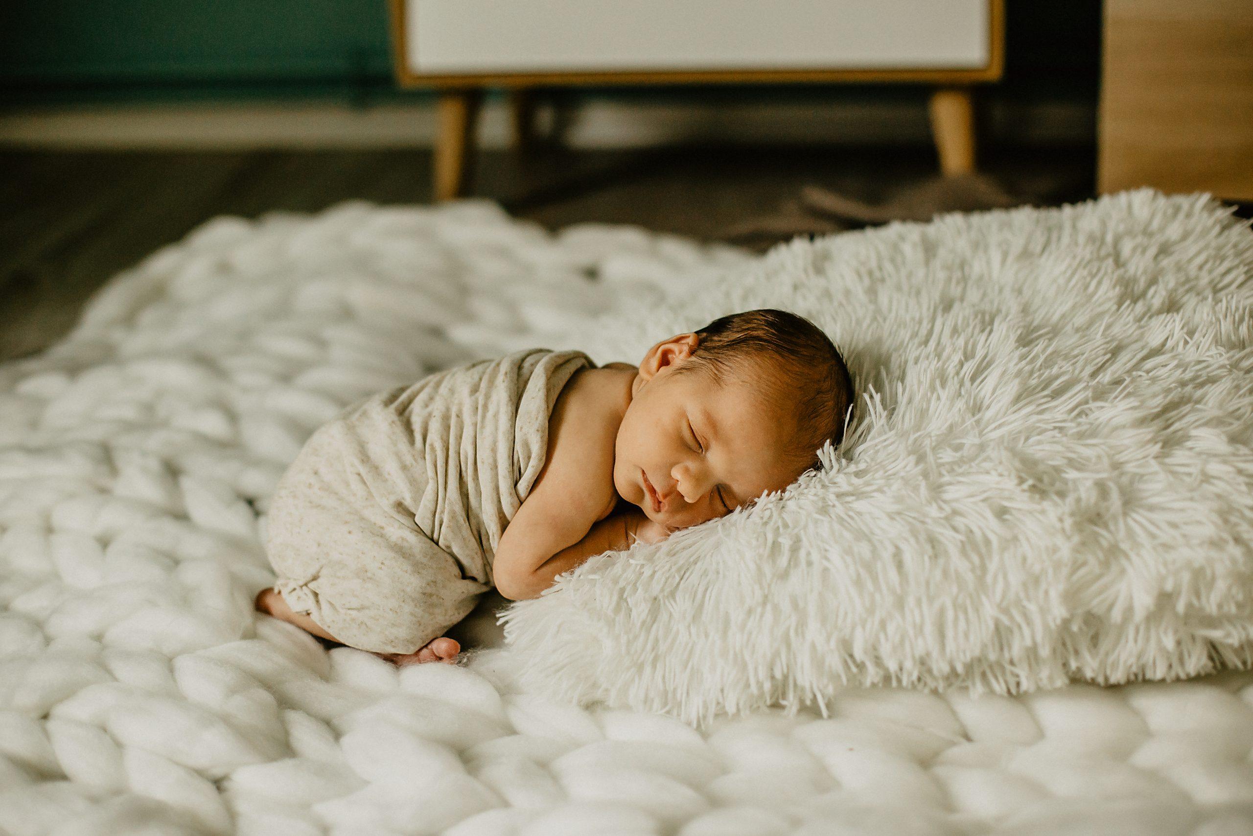 Virginie M. Photos-séance à domicile-bébé-naissance-lifestyle-amour-famille-photographe Lille-Nord-Lille-photos-nouveau né (27)