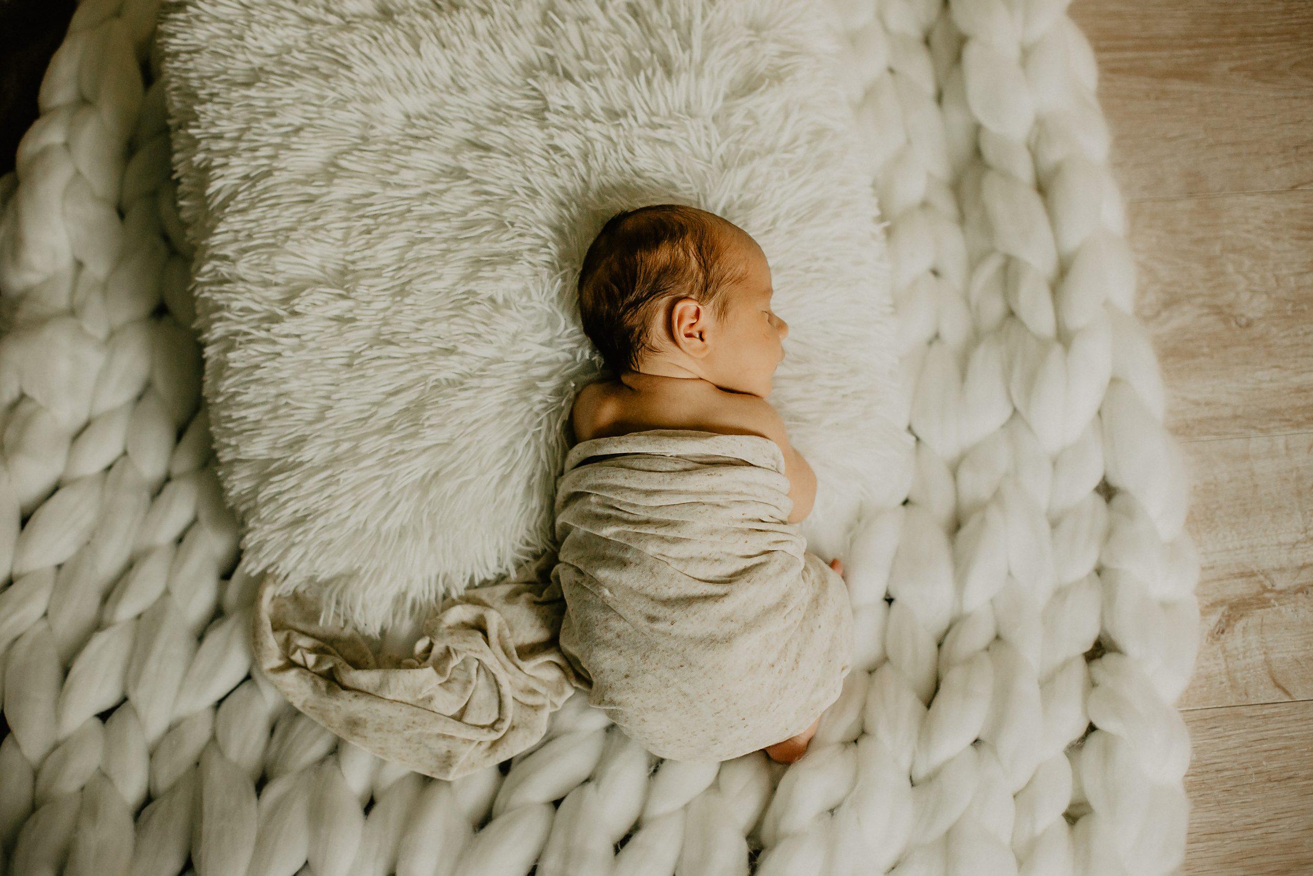 Virginie M. Photos-séance à domicile-bébé-naissance-lifestyle-amour-famille-photographe Lille-Nord-Lille-photos-nouveau né (28)