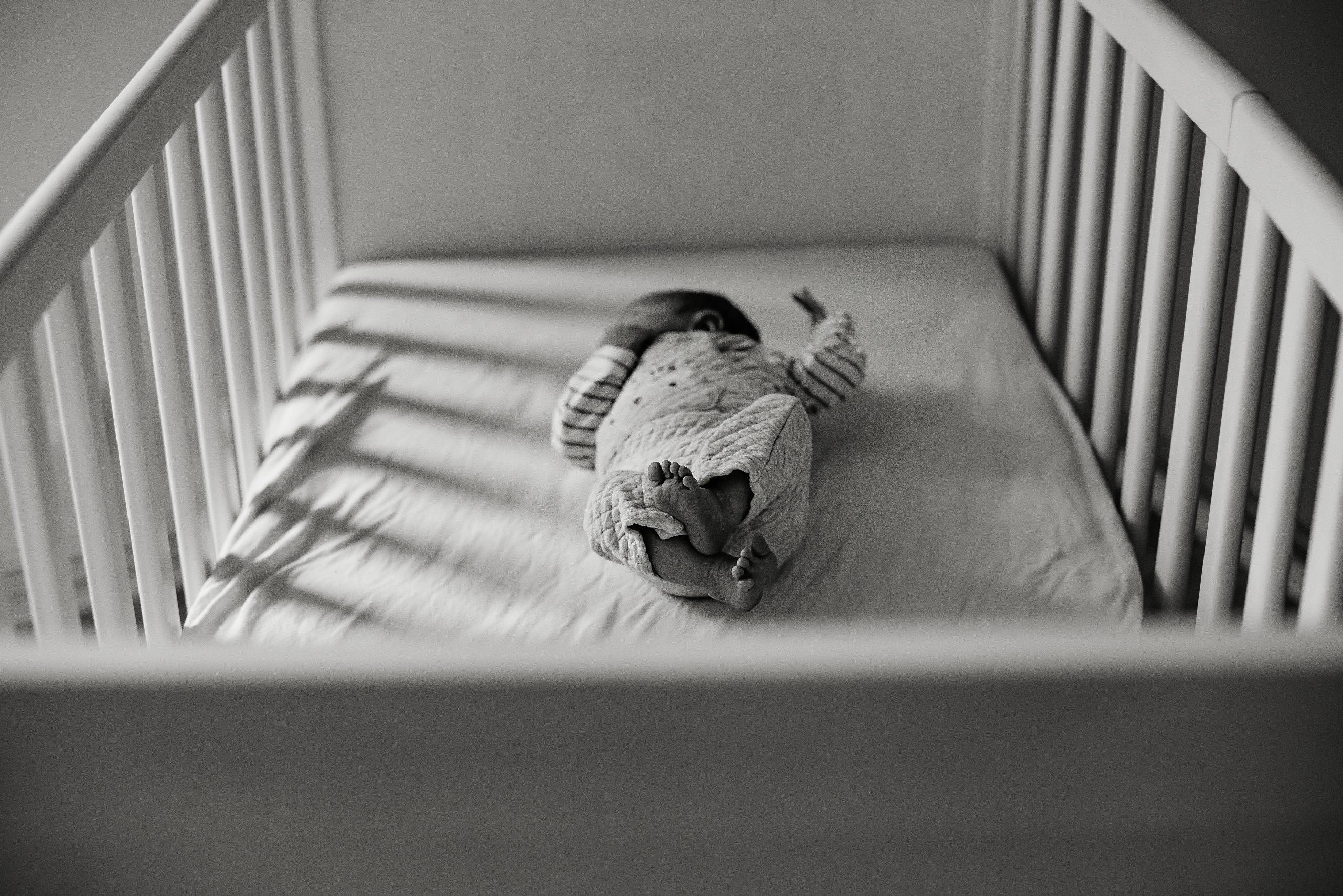 Virginie M. Photos-séance à domicile-bébé-naissance-lifestyle-amour-famille-photographe Lille-Nord-Lille-photos-nouveau né (3)