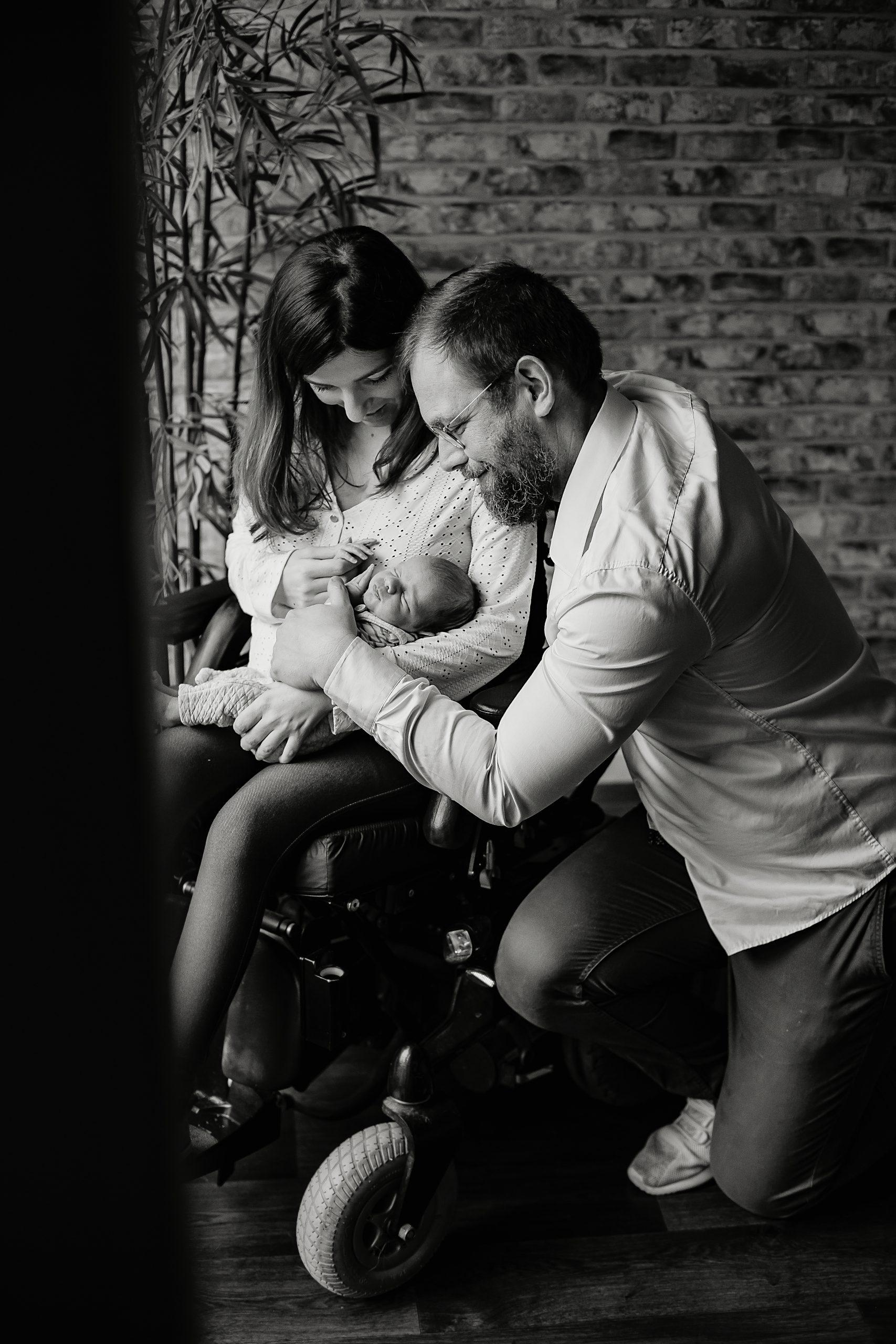 Virginie M. Photos-séance à domicile-bébé-naissance-lifestyle-amour-famille-photographe Lille-Nord-Lille-photos-nouveau né (6)