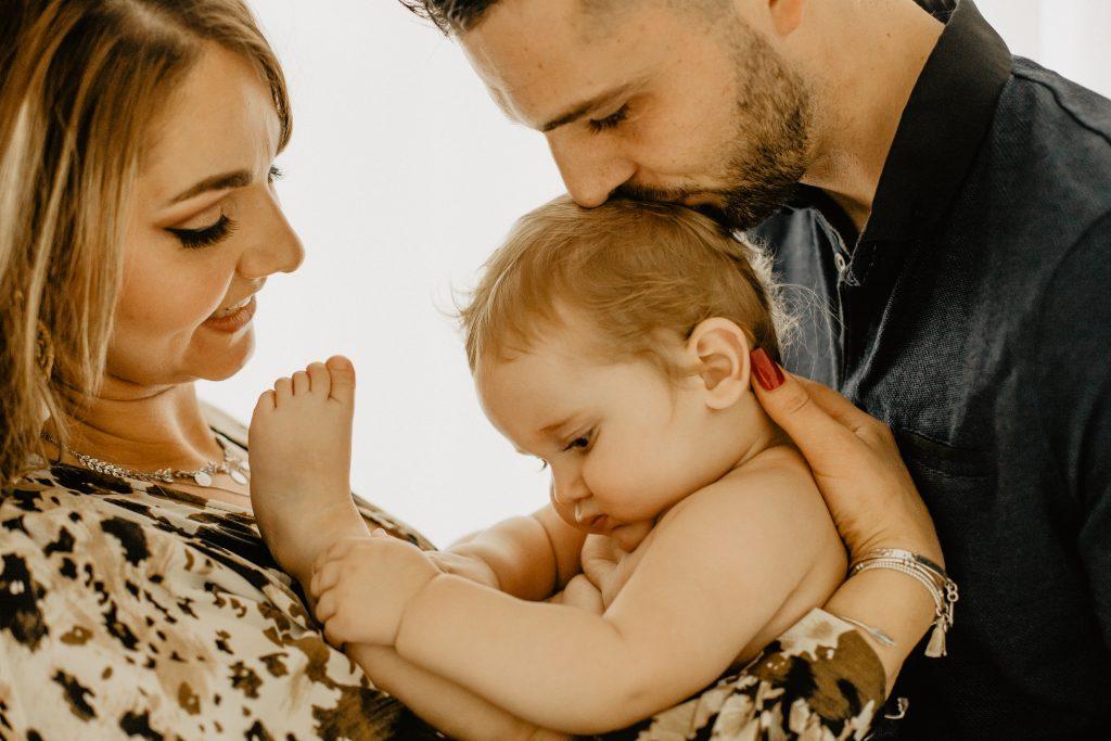 Séance photo bébé et famille Lille en studio dans le Nord pas de Calais