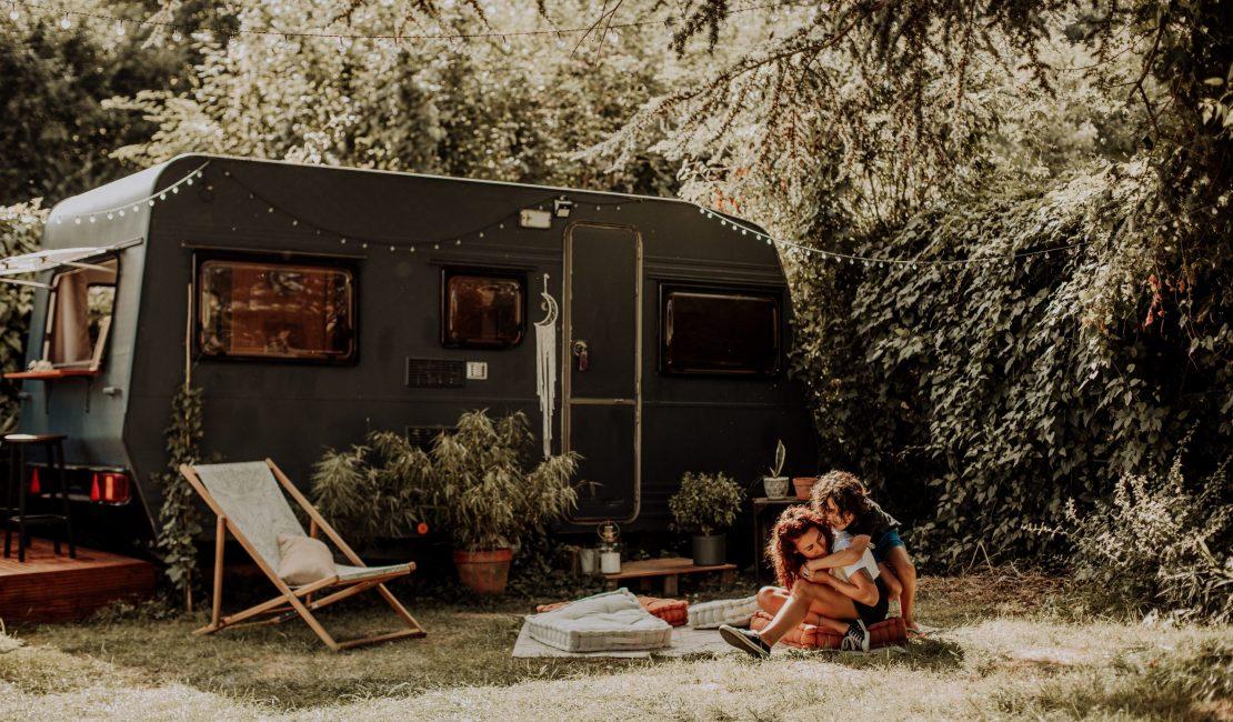 Séance photo avec une caravane – Virginie M. Photos – Photographe Amiens