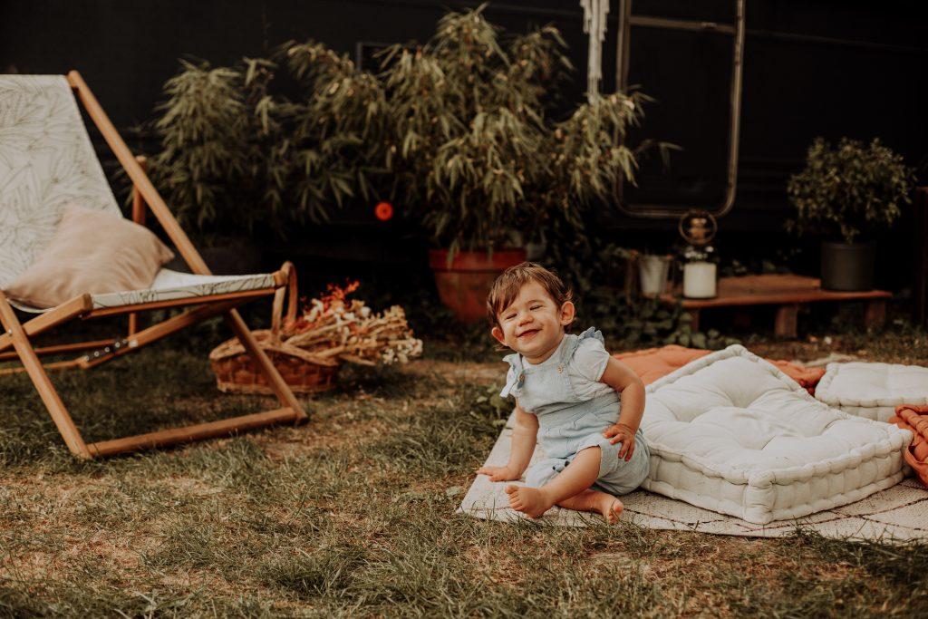 photo enfant extérieur caravane
